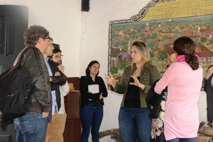 Periodistas españoles en la casa de la independencia