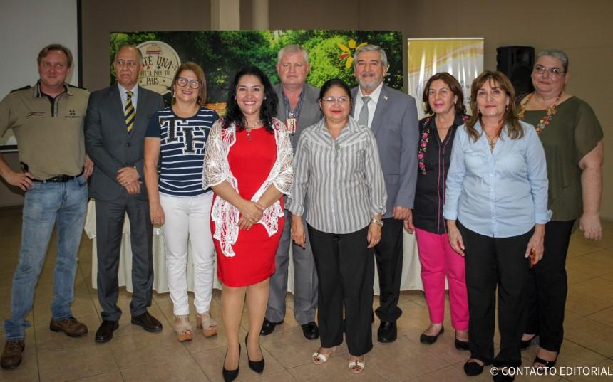 La ministra de Turismo Sofia Montiel, con ejecutivos del sector