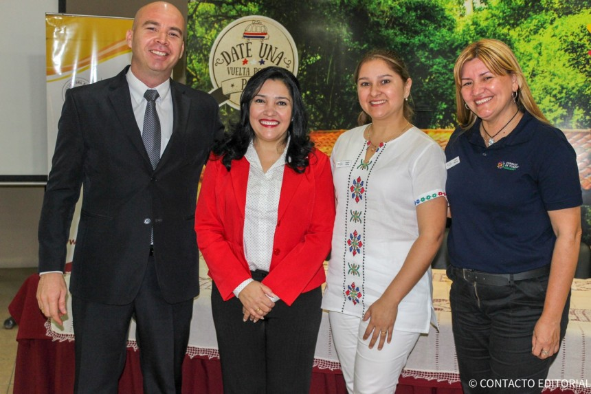 Dr. Luís Rodríguez Lugo, intendente de Yaguarón, Sofia Montiel, Ministra de Turismo y representantes de la Municipalidad de Yaguarón