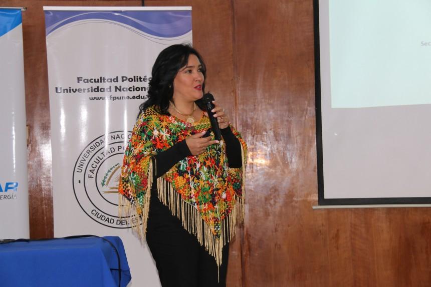 Sofia Montiel en Facultad de Politécnica de la Universidad Nacional del Este