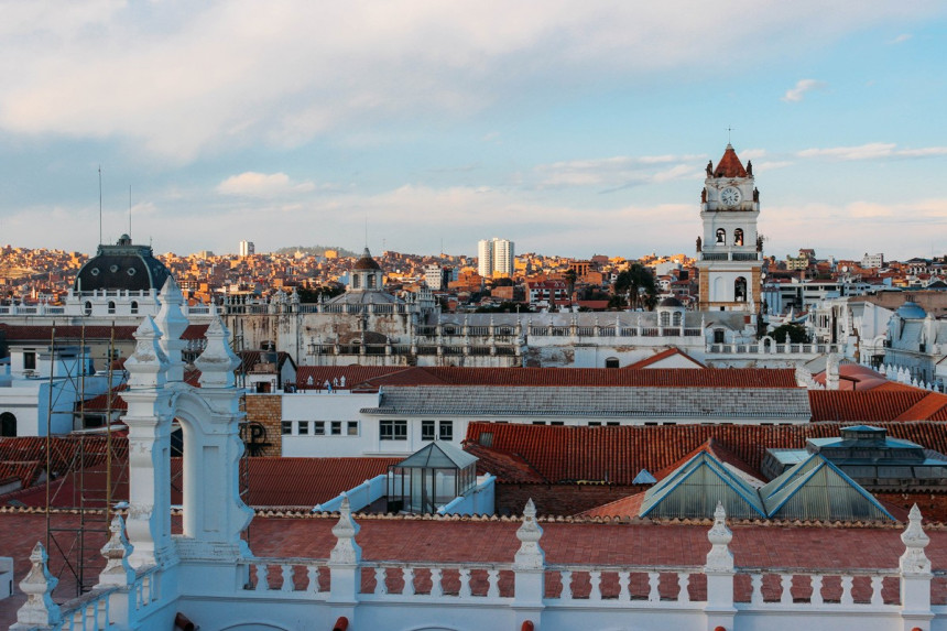 Bolivia extiende restricción de vuelos a Europa