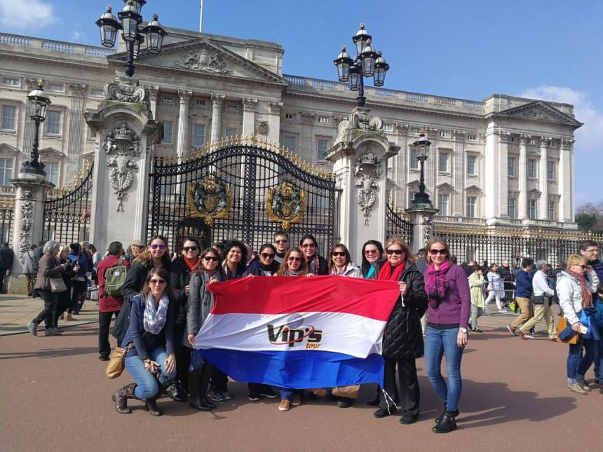 Grupo frente al Palacio de Buckingham