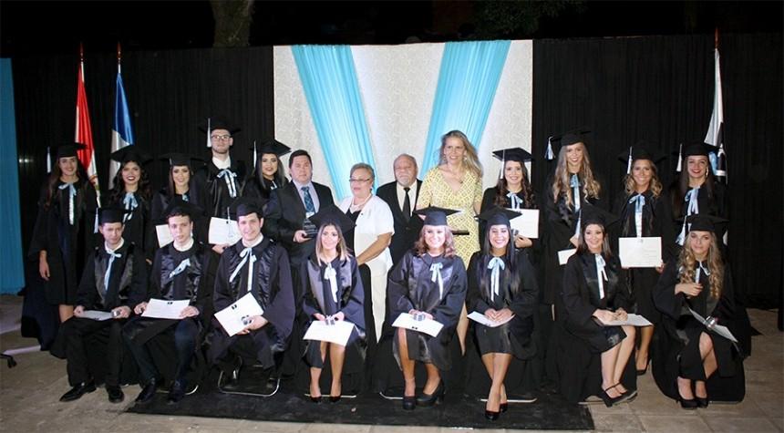 Egresan estudiantes de la cuarta promoción de Vatel Paraguay