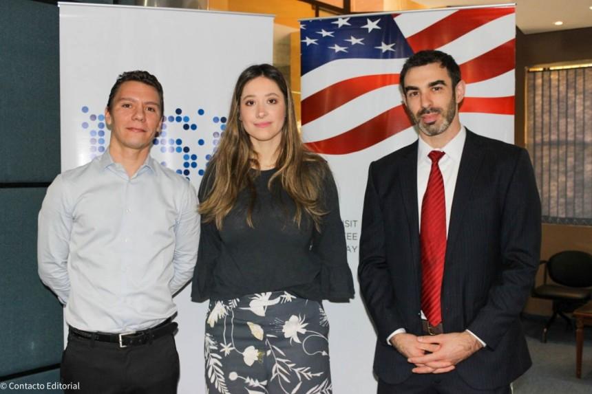 Sebastián Osuna, gerente del Visit USA, Rocio Ramirez Rojas, vice-presidente del Comité y  Jonathan Low consul.