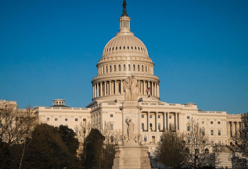 Estados Unidos anuncia prohibición de entrada de brasileños