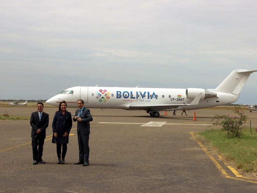 Avión de Amaszonas con la marca país