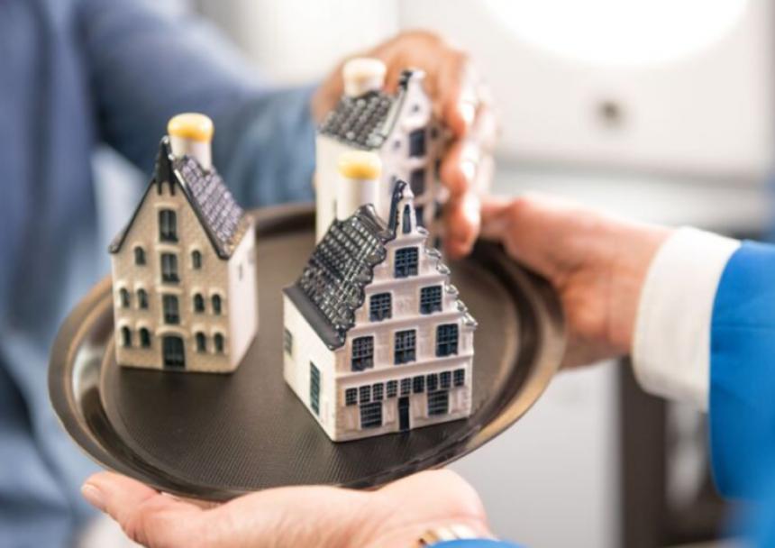 KLM cumple 102 años y presenta una nueva casa miniatura
