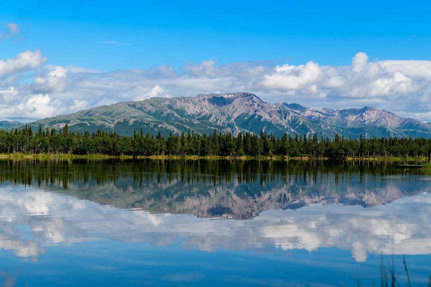 Alaska ofrece vacunas de COVID-19 a turistas internacionales