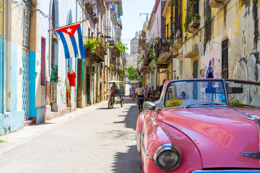 Cuba anuncia más restricciones a viajeros internacionales