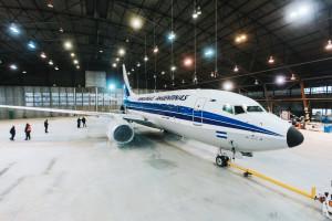 Aerolíneas Argentinas presentó su avión con diseño retro