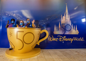 El Aeropuerto de Orlando decorado por el 50º Aniversario de Disney