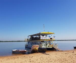 Pizza corrida en el Catamarán Aguas del Paraguay