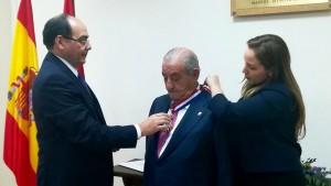 Juan José Hidalgo recibe condecoración de gobierno paraguayo