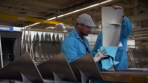 KLM recicla botellas para el mantenimiento de aeronaves