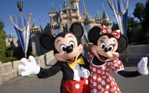 Disney celebra 90° cumpleaños de Mickey y Minnie Mouse