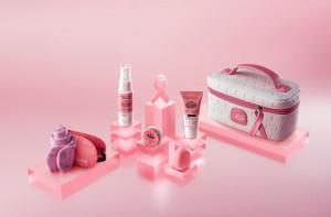 Qatar Airways lanza kits especiales para apoyar la campaña de octubre rosa