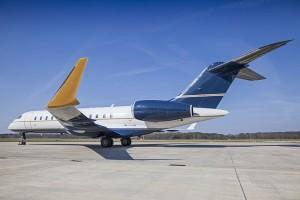 Presentan el primer avión recubierto de diamantes