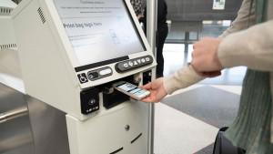United implementa control de equipaje sin contacto