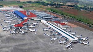 Panamá extiende por 19 días más la suspensión de vuelos internacionales