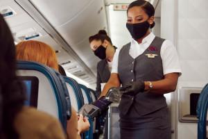 En Estados Unidos resurgen posturas sobre el bloqueo de asientos en los aviones