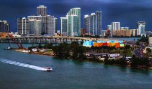 Miami Beach extiende toque de queda