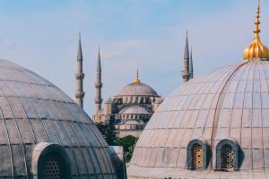 Turquía implementa un seguro médico especial contra el COVID-19